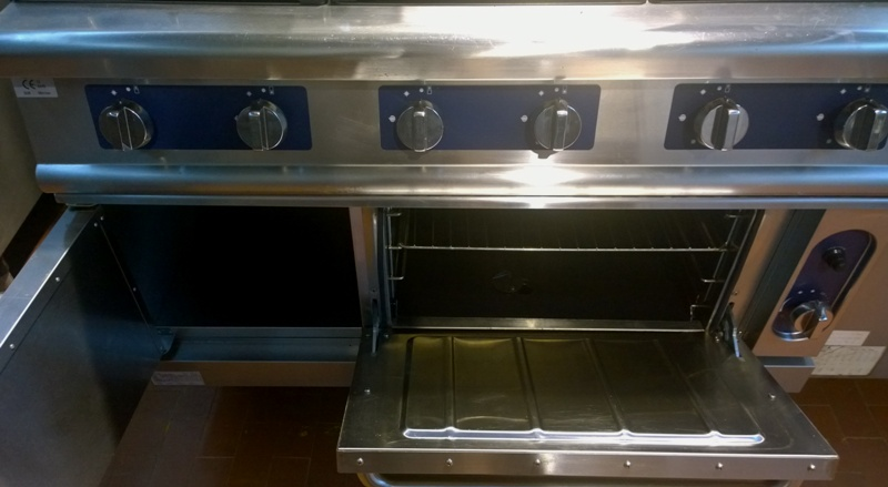 cucina a gas 6 fuochi dotata di forno a gas seminuova costo di listino ...